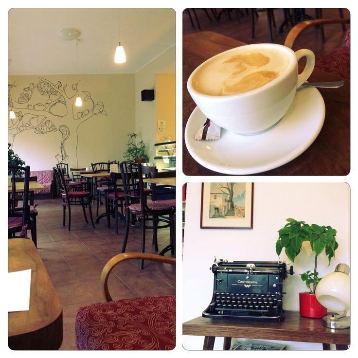 prijemne prostredi,skvela hudba a vynikajici fairtrade kava..kdybyste nevedeli kam v HK na kafe...az budete nekdy NA CESTE...
