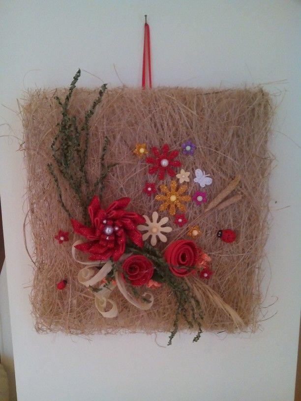 Quadro handmade in abaca con fiori in gomma crepla glitterata e foglie secche di felce e panniocchie