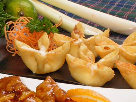 Easy Crab Rangoon Recipe Appetizers with light cream cheese, crab meat, green onions, garlic, worcestershire sauce, soy sauce, wonton skins, vegetable oil cooking spray