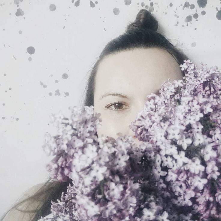 Hello weekend �� Czy Wam też się tak nie chce wstać z łóżka? �� Czas na kawę, pięknej soboty wszystkim �� #lilac #flowerstagram #vscomood #momentsofmine #mytime #thatsdarling #vscoflowers #vintage #flowerslovers #rsa_weekend #rsa_ladies #picofday #huffpostgram #selfie #instagirl #polishgirl http://gelinshop.com/ipost/1523768498667492932/?code=BUlg2BTAZZE