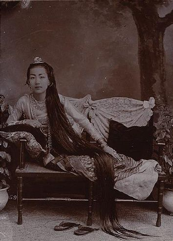 Myanmar Ancient Dress and hair style You can see Burmese women love to maintain the healthy long hair