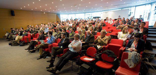 Sciences numériques et efficacité énergétique : c'est le thème des rencontres INRIA industrie qui se sont déroulées au centre Inria de Grenoble le 8 mars 2012. Mathilde, qui a participé à l'organisation de cette journée, revient sur les points importants.