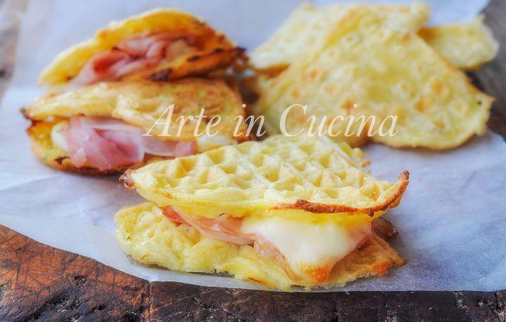 Waffle+di+patate+e+formaggio+farciti+ricetta+facile