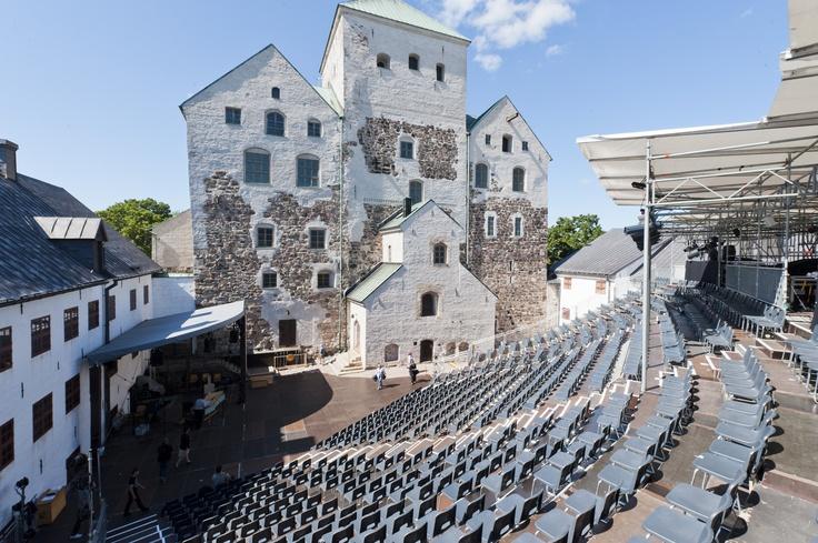 Opera event on the courtyard of the old Turku castle   Alvida, ooppera muinaisesta Turusta, Pohjolan vahvoista amatsoninaisista ja Turun linnaan sijoittuvasta kuninkaallisesta hääjuhlasta. Photo by Kari Vainio, courtesy of City of Turku ImageBank - www.hansabase.com