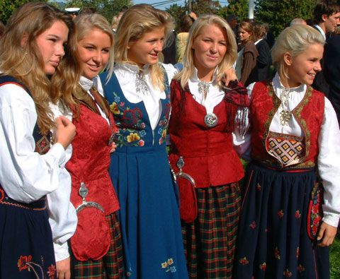 bunad-girls