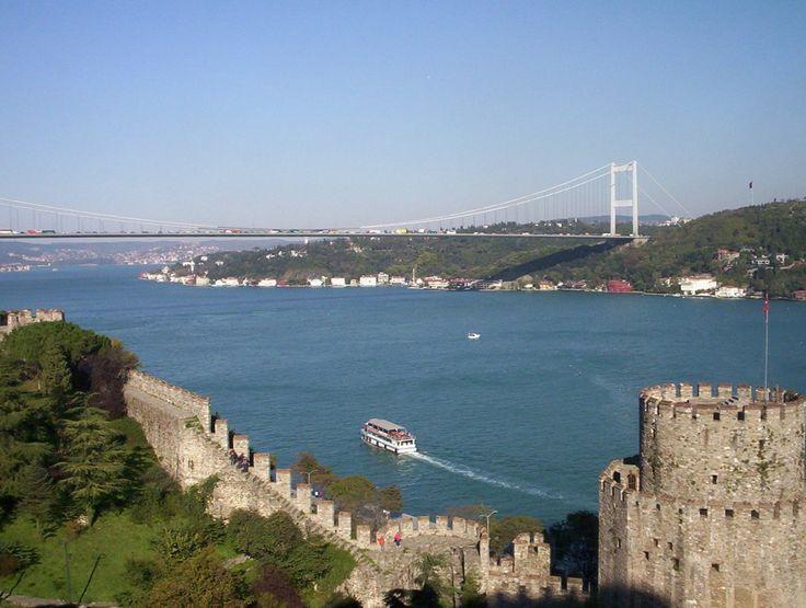 Fortaleza de Rumeli fue construida por orden de Mehmet el Conquistador en 1452 y está situada en la parte más estrecha del Bósforo.
