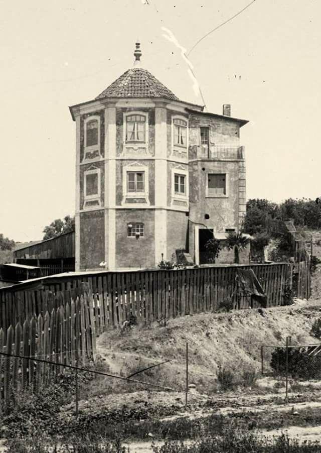 A Torrinha da quinta com o mesmo nome, situada nas terras inóspitas e de mau cultivo, que mais tarde viria a dar lugar ao Parque Eduardo VII. Fotógrafo desconhecido.