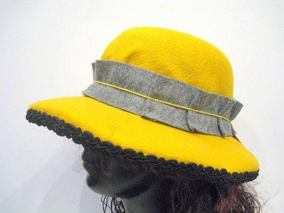 Felt hat adorned with a ribbon of gray felt. by DanuttaHandGallery