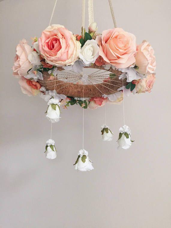 Heldere koraal & perzik kwekerij flower mobiel floral wieg