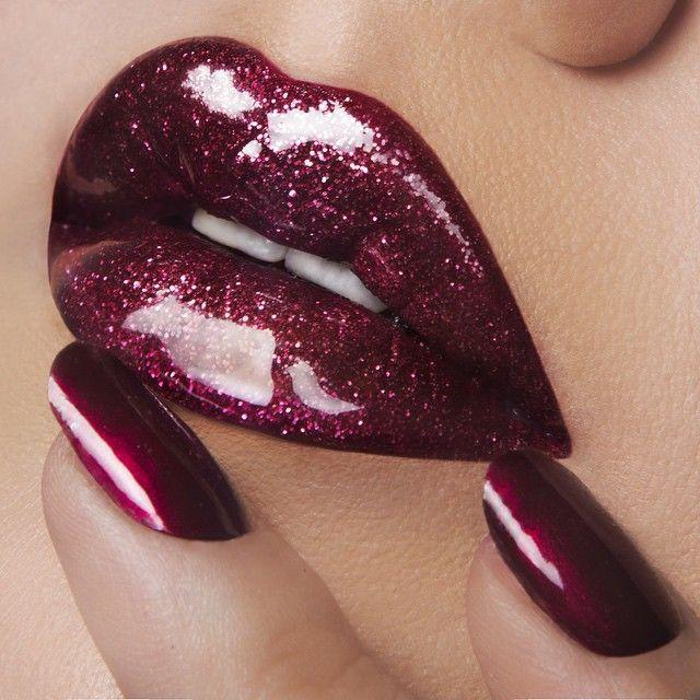 Hyper glossy lips