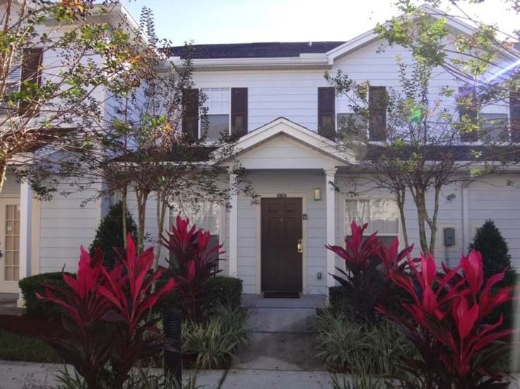 This beautiful 3 bed townhouse is situated in the heart of Kissimmee just off the well known Highway192.  There are numerous shops and restaurants within walking distance and only a short drive away from the many theme parks.    Visit www.villaagogo.com for more like these Florida Villa's. #FloridaVillas #FloridaVacationRentals