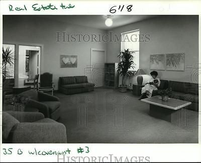 1988 Press Photo Waiting room of Covenant House, shelter for homeless & runaways