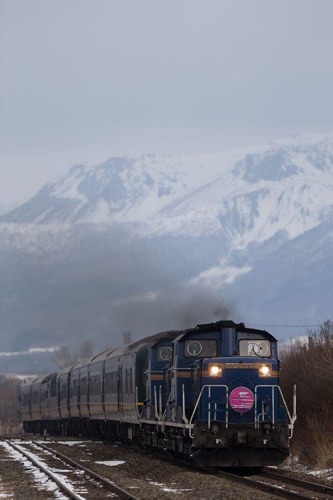 Twilight Express Train with Mount Usu, Hokkaido, Japan トワイライト・エクスプレス