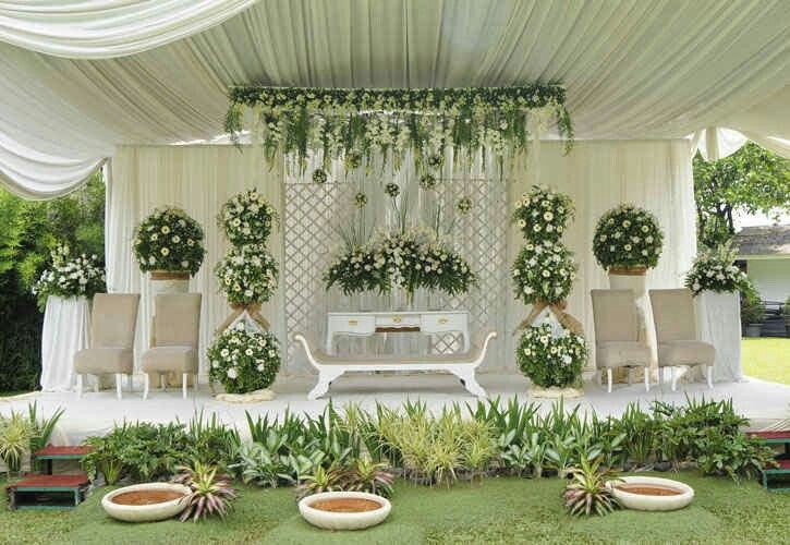 Simple wedding backdrop