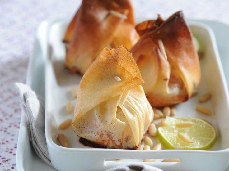 Découvrez la recette Aumônières de saumon aux pignons sur cuisineactuelle.fr.