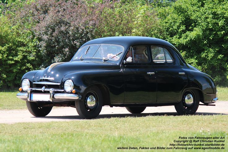 skoda limousine | Skoda 1201 Limousine mit vier Türen - tschechischer Mittelklassewagen ...