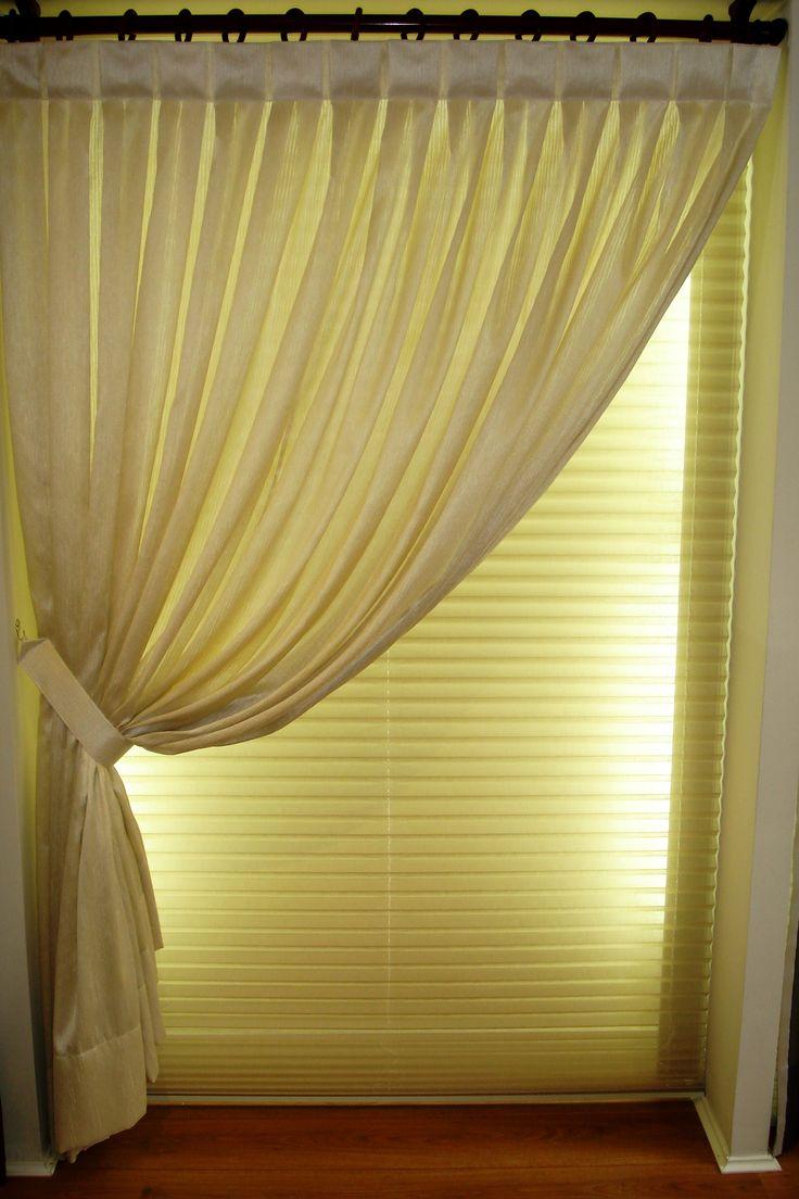 Persianas e cortinas sob medida.