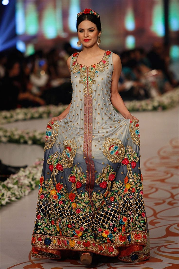 30 Best Wedding Outfits from Pakistani Bridal Couture Week 2014 - TheBigFatIndianWedding.com