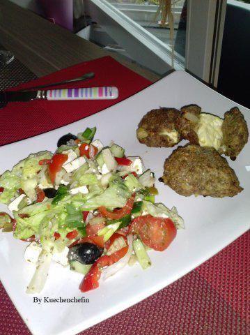 Das perfekte Türkische Köfte mit Fetakäse gefüllt-Rezept mit einfacher Schritt-für-Schritt-Anleitung: Hackfleisch, Eier, Gewürze, Zwiebelwürfel und…