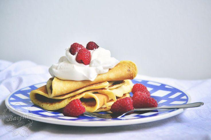 Pancakes z bitą śmietaną i malinami