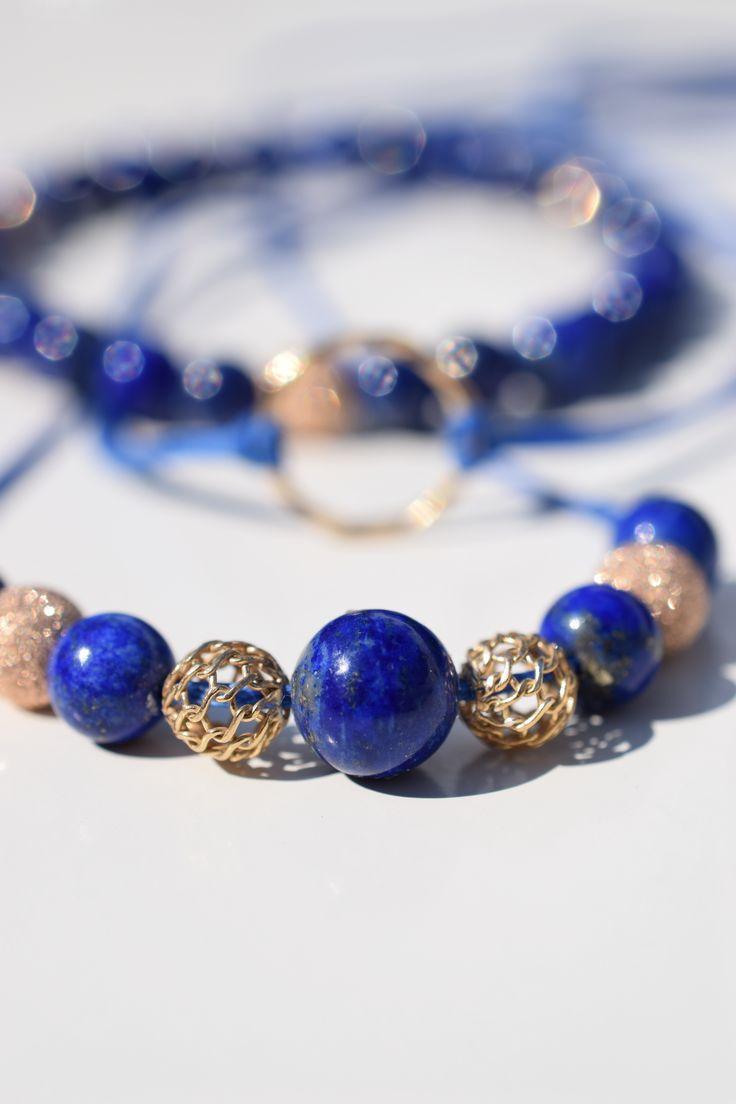 LAPIS LAZULI- Set je složen z náhrdelníku a dvou náramků. Dozdoben drahými kameny Lapis lazuli a pozlacenými  stříbrnými komponenty.