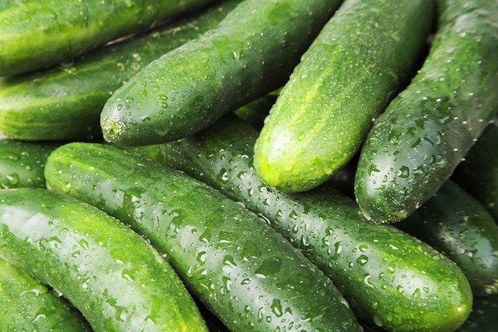 En raison de sa composition, le concombre réduit le risque de plusieurs types de cancer. Ce légume aqueuxest également très bon pour la peau et les cheveux et hydrate le corps et élimine les toxines. Profitezdes concombres et surprenezvotre corps avec cet aliment bénéfique. Bien, voyons les bénéficesque vous pouvez gagner en consommant des concombres. …