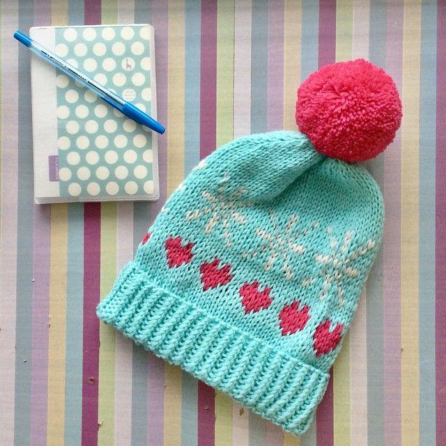 """Боюсь показывать шапки, потому что у меня уже огромная очередь из заказов... Как сказал муж: """"Наталия и постоянные её проблемы: 1. Люди не заказывают у меня шапки, что делать?! 2. Люди заказывают у меня шапки, что делать?!""""  #shapkashapka"""