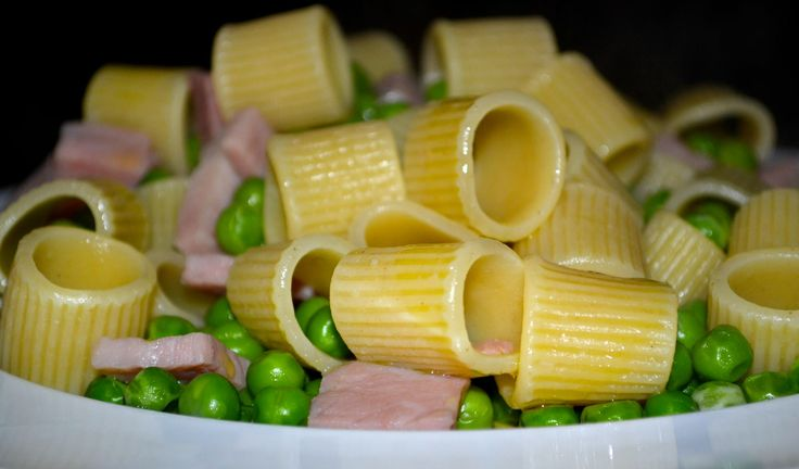 """Who said that great pasta couldn't be light? """"Mezze maniche"""" with pea and ham.  Yes or No?"""