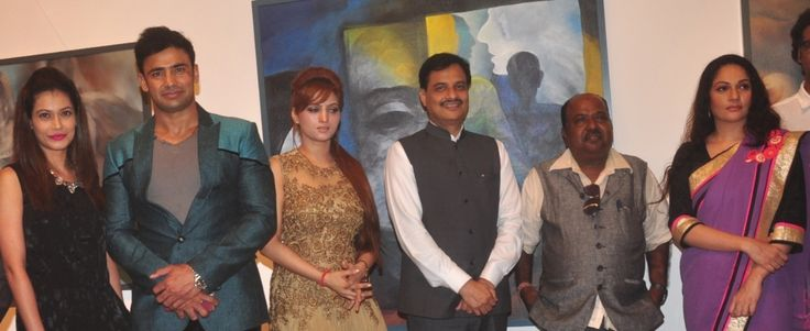 Payal Rohatgi, Sangram Singh, Renu Chaudhary, Urban Development Minister Ranjeet Patil, Vishnu Sonawane and Gracy Singh at an art exhibition in the city