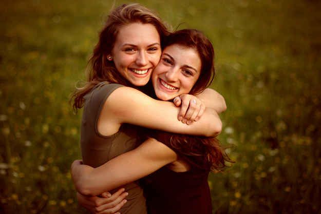 . | 37 Impossibly Fun Best Friend Photography Ideas