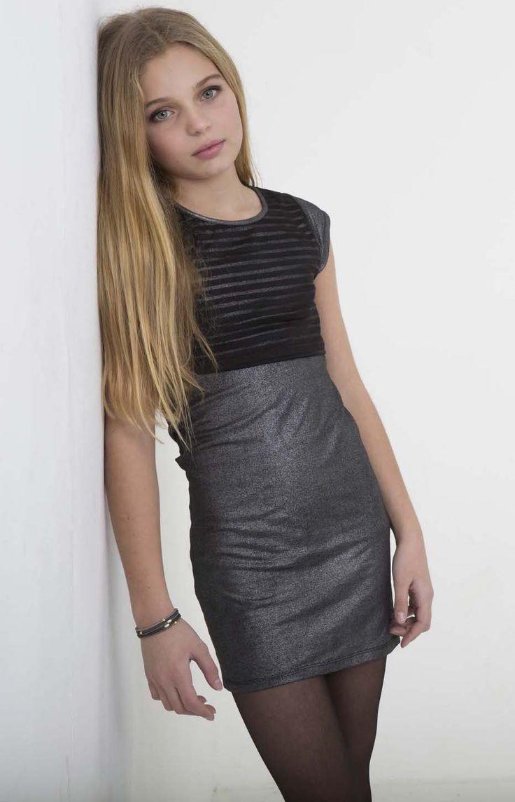 Un detalle del conjunto anterior donde se puede apreciar mejor el suave brillo de la falda.