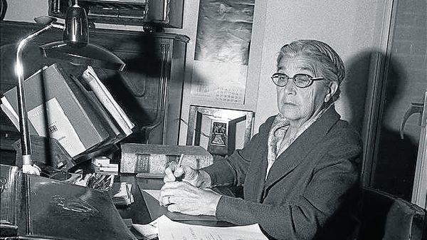 Maria Moliner: La bibliotecaria que escribió un diccionario y se quedó sin palabras.  #bibliotecarias #bibliotecas #mujeres #historia
