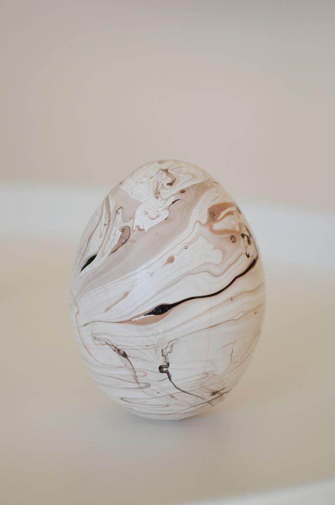 húsvét, körömlakkal márványozott tojás, easter, nail polish marbled egg