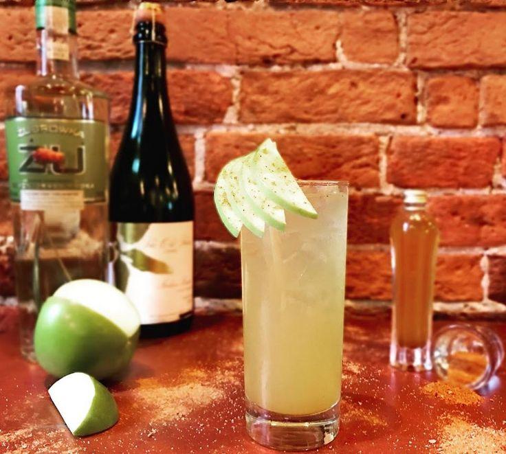 De quoi vous réchauffer! Notre #cocktaildumois : Jabłko (à prononcer Yabouko) - Vodka Zubrowka à l'herbe de bison, sirop au ras el-hanout, jus de lime, jus de pomme, cidre de pomme. #LaChampagnerie #drink