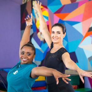 Fátima Bernardes encara aulas de ginástica artística e dá cambalhotas