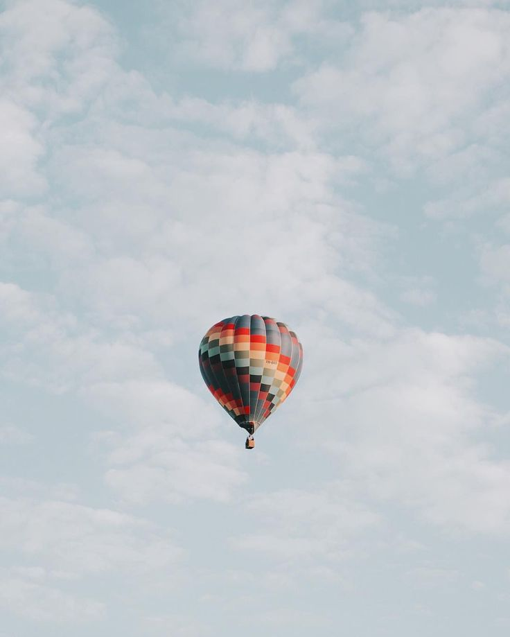 Lmao I was looking through aesthetic wallpapers and isn't this basically BTS' hot air balloon??