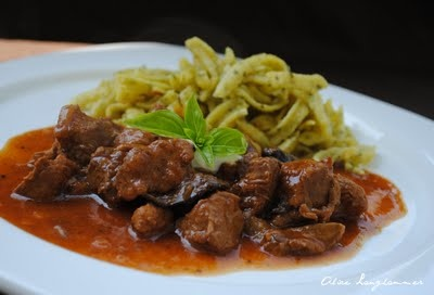 Goulash with beer cooked with a slowcooker