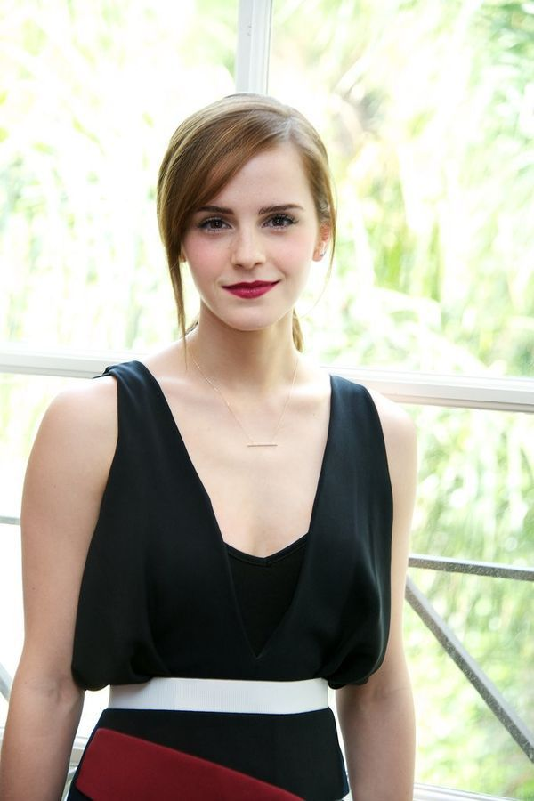 Really, though, how gorgeous is Emma Watson? She's that kind of BEAUTY when she's 35 she'll still LOOK 16.