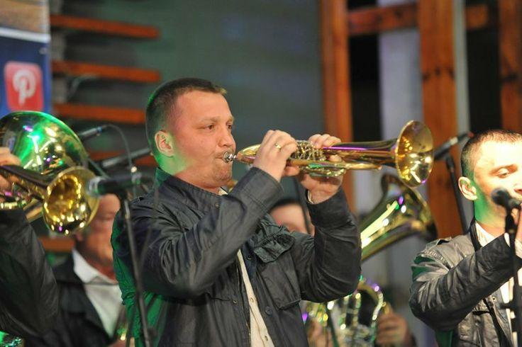 Majstor trube DEJAN JEVĐIĆ na koncertu najboljih trubačkih orgestra Požege na gradskom trgu u Požegi povodom dana opštine 4 aprila 2014.