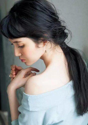 後れ毛が色っぽいローポニー♡ 参考にしたい清楚系ポニーテールの一覧。