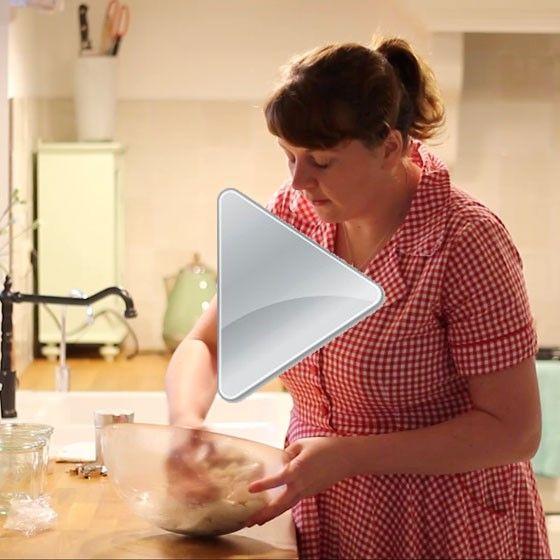 Filmpje over brood wecken. Dat maakt je zelfgebakken brood lang houdbaar zonder vriezer.