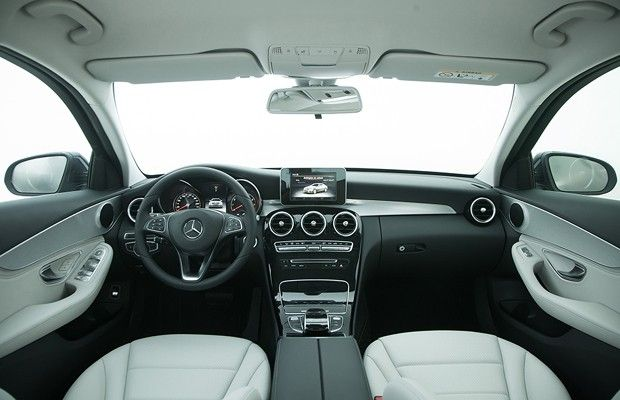 Acabamentos internos deste: Mercedes-Benz C180 flex