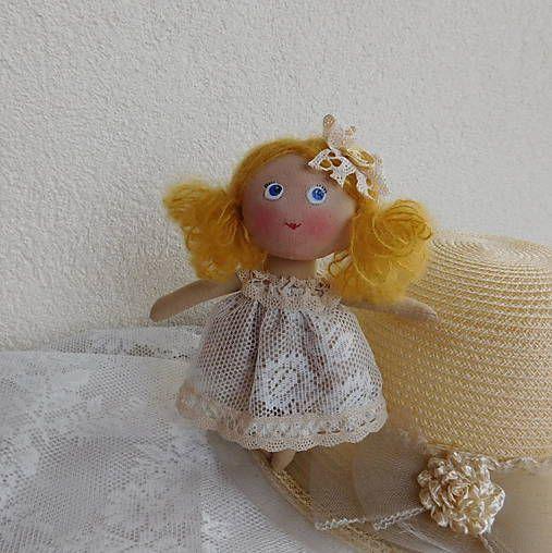 Mini bábika Amálka