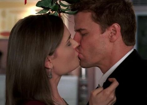 Bones - Booth and Bones First Kiss That's when I knew