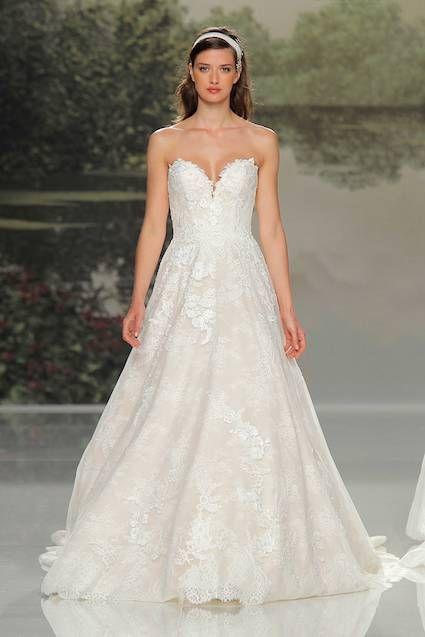 3159fcf33e ¿Te casas en 2018  Aquí encontrarás los 15 vestidos de novia más  inspiradores