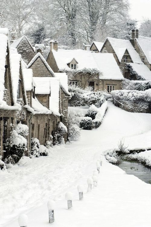 Arlington-Row-Winter-in-Bibury-England