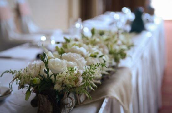 #headtable #wedding #weddingflowers #weddingdetails #whitewedding #incarnationsdesign