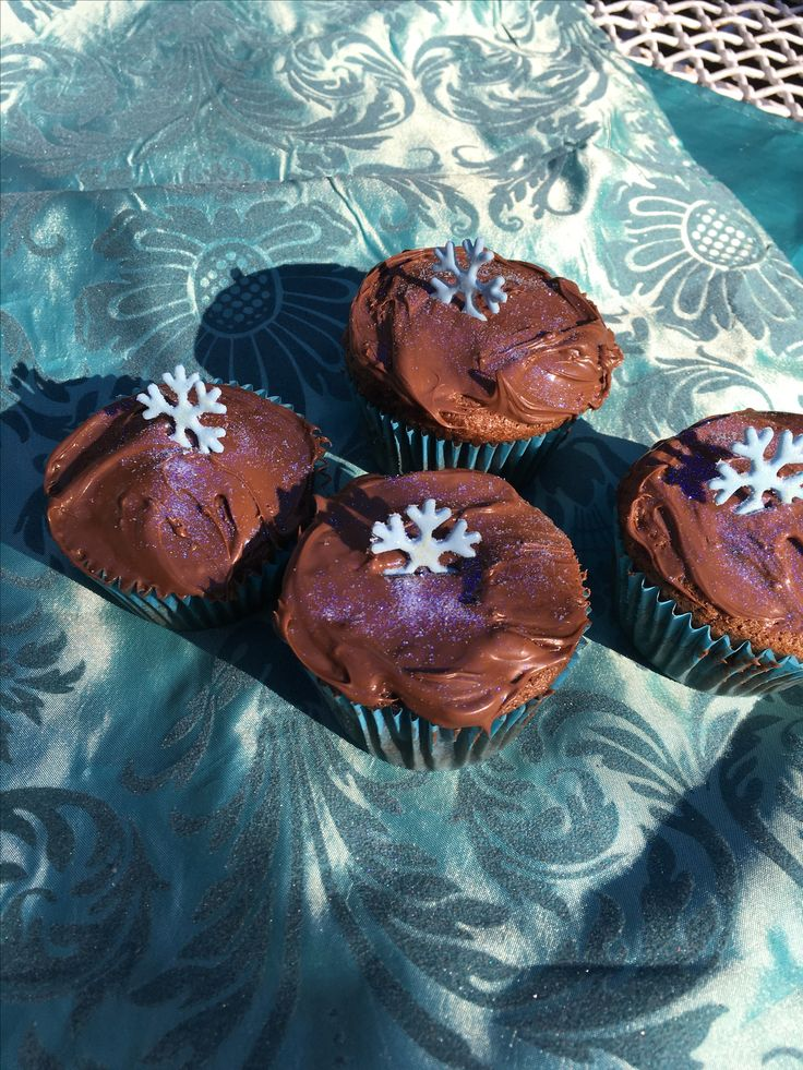 chocolate cupcakes filled with caramel and topped with nutella for a winter wonderland themed party