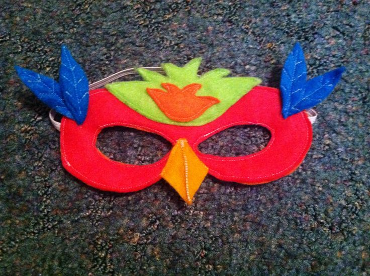 Parrot mask for dress up. All felt. I used a free online plain mask pattern found through a Google image search and embellished it.