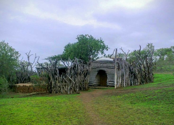 The breakfast boma is a bush affair. One walks across to enjoy meals in the bush.